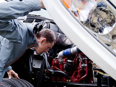 Minimize Fleet Downtime with Overnight Truck Repair